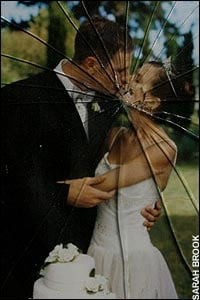 divorce-cracked-wedding-pic